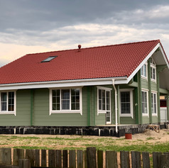 Дом из клееного бруса с наутральной черепицей