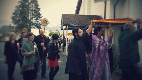 procession-with-shroud-outside-with-singers_edited.jpg