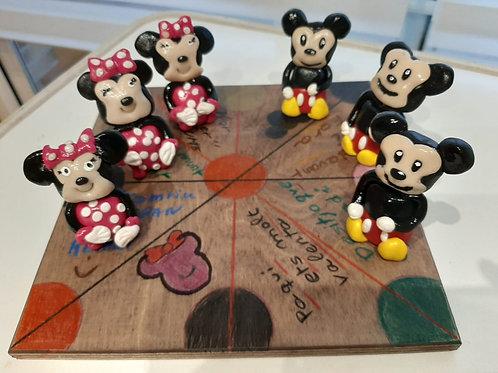 Mickey y Minnie Mouse tres en raya
