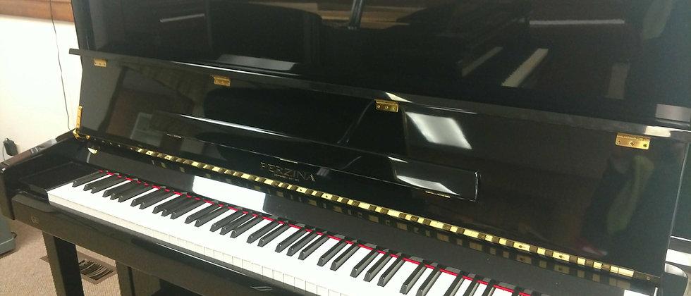 Perzina Studio Piano