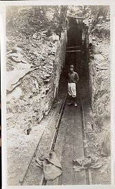 Gilsonite-mine-in-the-early-1900s.-Photo