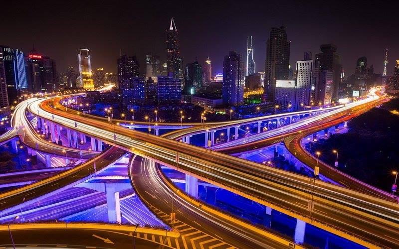 Уличное освещение дорожной развязки