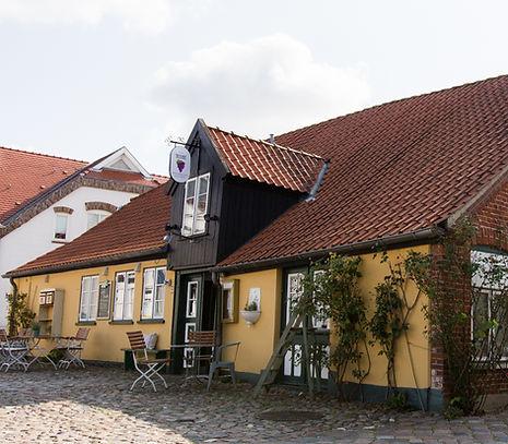 Cafe_Traube_Burg_Fehmarn_aussen_1_edited.jpg