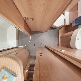 csm_wohnmobil-interieur--umkleidezimmer-