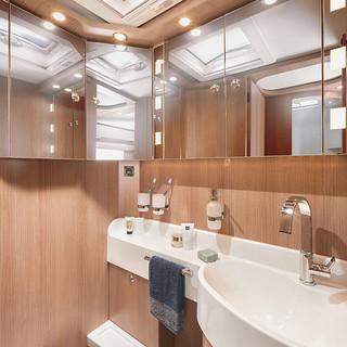 csm_wohnmobil-interieur-komfortraumbad-s