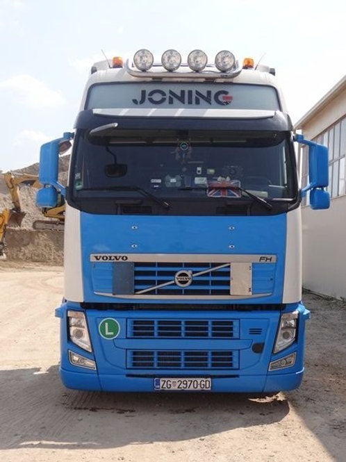 volvo truck front view
