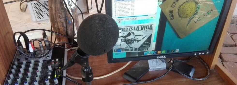 Radio Totopo Detaller cabina.jpg