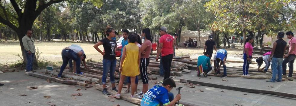 Ixhuatán_trabajando_vigas.jpeg