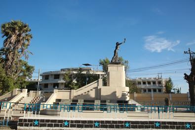 Xaawo Taako Statue.jpg