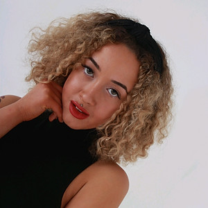 Mia Freer