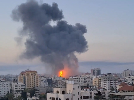 """""""Death is around us everywhere"""" - Palestinian doctor in Gaza under Israeli bombardment"""