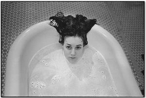 Laurie in the Bathtub – Foto: Mary Ellen Mark