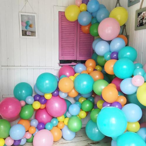 Фотозона с разноцветными шариками