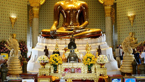 Bangkok's Wat Traimit (Temple of the Golden Buddha) and Wat Pho (Temple of the Reclining Buddha)