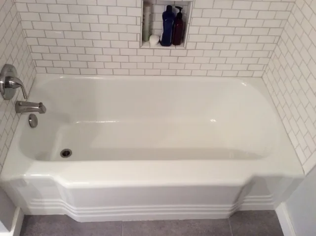 bathtub reglazing2.webp