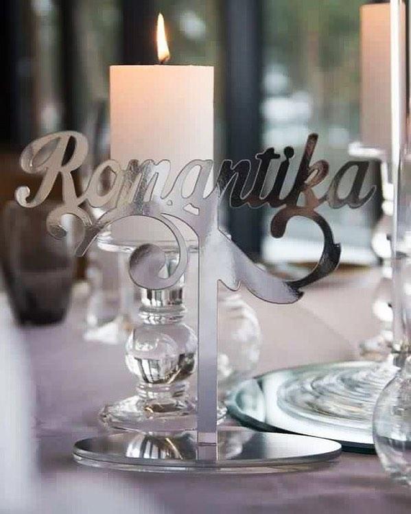 Hõbedad peegeldavad lauanimetused ilusa talvise pulma jaoks💙 #estwoodyart #handcraftedinestonia #ha