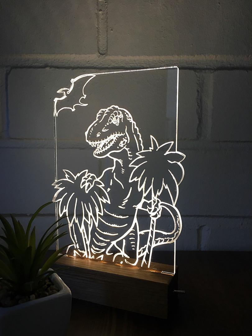 Erikujuline valgusti