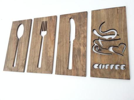 Logo seinale puidust