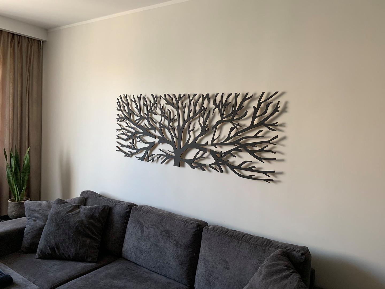 """Seinadekoor """"TREE 2."""" tumehall peits"""