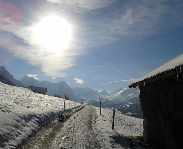 Route enneigée chemin retraite spirituelle