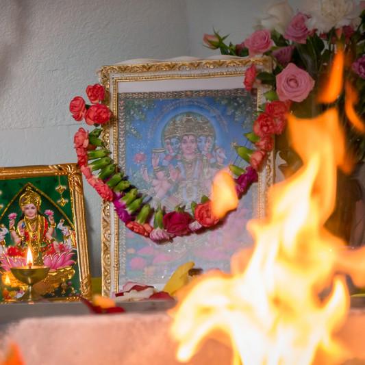 Gayatri Devi lors d'une retraite spirituelle