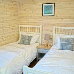 3 bedroom cabin twin bedroom