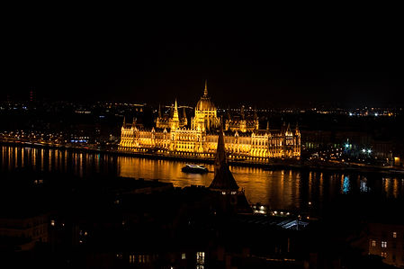 ellie bell photography, travel, budapest, hungary, europe, travel photography, parliament building, night photography,