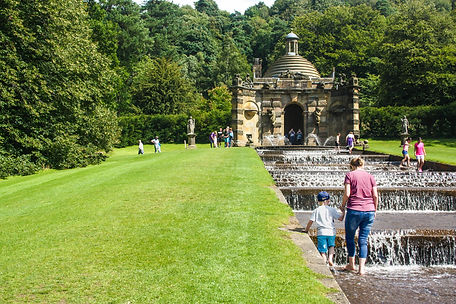ellie bell photography, chatsworth, chatsworth house, chatsworth gardens, family, summer, lawn
