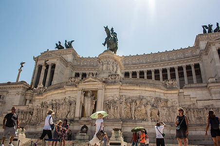 ellie bell photography, rome, italy, summer, wedding cake, piazza, king, monumento a vittorio emanuele