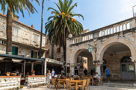 ellie bell photography, croatia, hvar, island, adriatic sea, resturaunt, palm tree, architecture, summer, europe, tourists