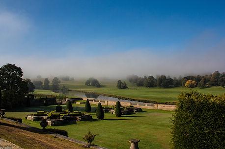 ellie bell photography, landscape, chatsworth, derbyshire, morning mist, mist, fog, garden, trees, lawn