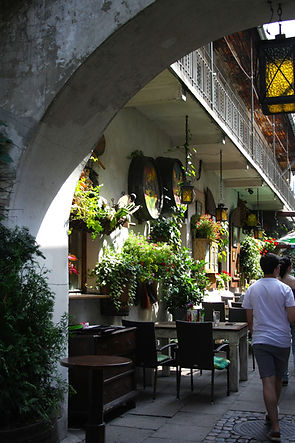 ellie bell photography, travel, krakow, poland, summer, europe, architecture, chindler's list