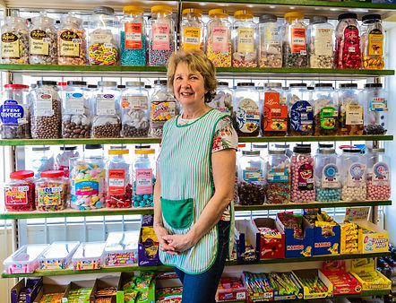 ellie bell photography, sweet shop, sweet genes, derbyshire, baslow, lady, shop worker