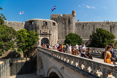 ellie bell photography, dubrovnik, croatia, summer, tourists, europe, pile gate, architecture