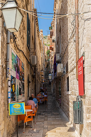 ellie bell photography, dubrovnik, small street, shops, alley, ice cream, cafe, architecture, croatia, europe, tourists