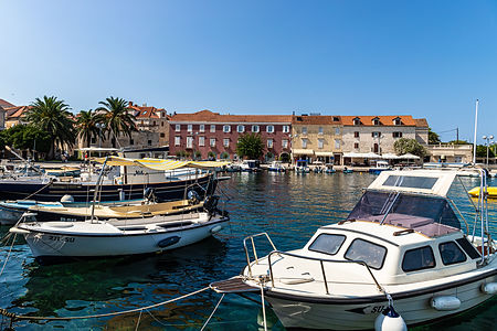 ellie bell photography, brac, croatia, adriatic sea, harbour, marina, boats, palm trees, architecture, sea, summer, warm, tourism, europe, croatia