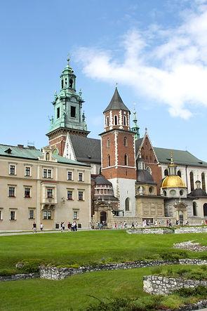 ellie bell photography, travel, krakow, poland, summer, europe, architecture