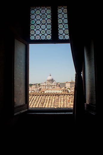 ellie bell photography, rome, italy, summer, window, st. peter's basilica
