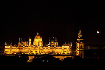 ellie bell photography, travel, budapest, hungary, europe, travel photography, parliament building, night photography, moon