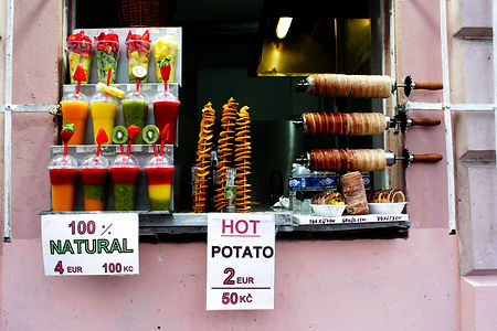 ellie bell photography, prague, czech republic, old town, street food, potato, smoothie, fruit