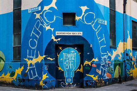 ellie bell photography, dublin, travel photography, temple bar, pub, ireland, grafitti, artwork
