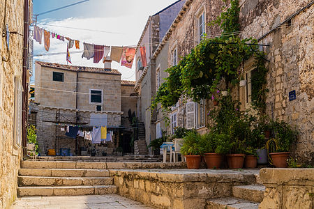 ellie bell photography, dubrovnik, old town, croatia, houses, washing, architecture, europe, summer