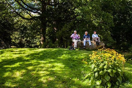 ellie bell photography, picnic, men, friends, garden, chatsworth house, chatsworth gardens, walk, hike