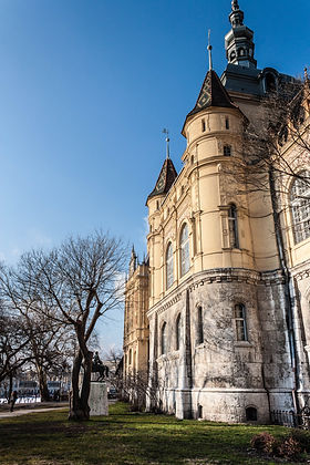ellie bell photography, travel, budapest, hungary, europe, travel photography, winter, achitecture
