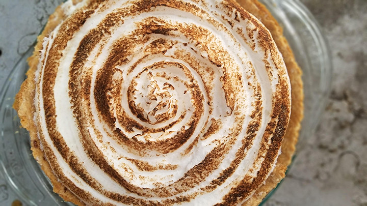 swirled meringue pie