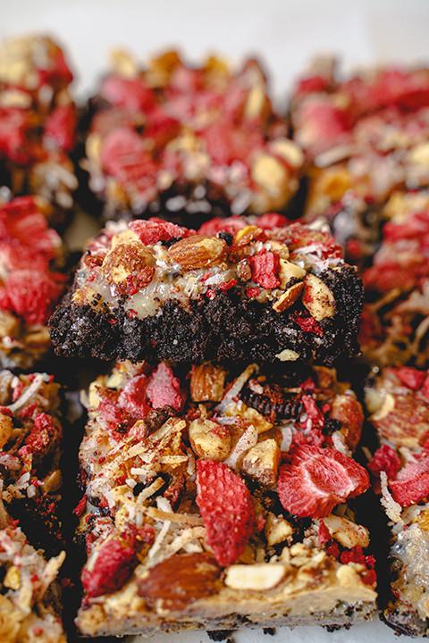oreo chocolate cookie dream bar with strawberries