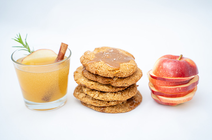 apple cider drink, cookies and apple