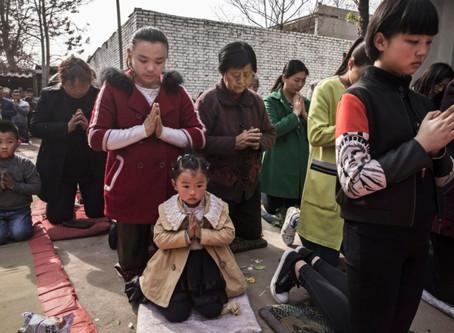 China hace que las iglesias reemplacen a Diez Mandamientos por citas de Xi Jinping