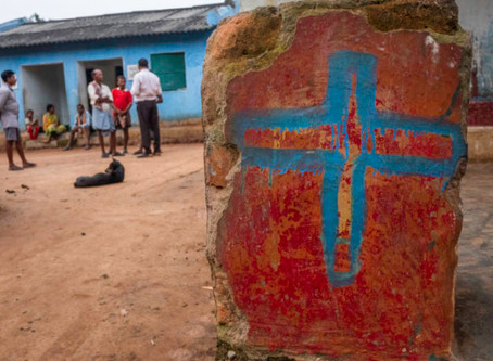 Extremistas hindúes golpean al líder cristiano, lo atropellan con motocicletas y se burlan de Jesus