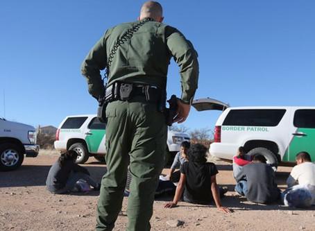 Los arrestos en la frontera bajan por sexto mes consecutivo